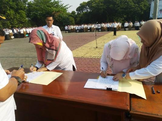 Kadis DP3A Kota Bekasi Menandatangani Pakta Integritas Anggaran
