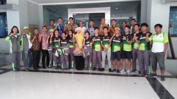 Kadis DPPPA Melepas Atlet Sepatu Roda Kontingan Kota Bekasi Dalam Rangka PORDA Tk. Provinsi Jawa Bar