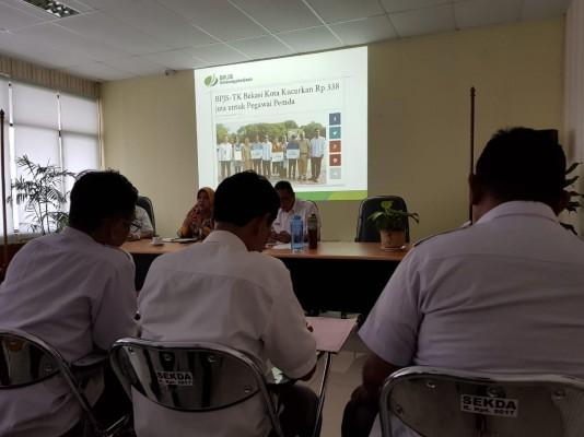 Wakil Wali Kota Bekasi Mepimpin Rapat BPJS Ketenagakerjaan