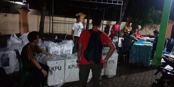 Monitoring Penyerahan Logistik Dan Kotak Suara Ke Kelurahan Jatibening Baru